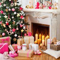 Праздничные свечи в камине частного дома