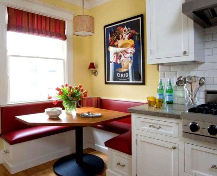 Оформление обеденной зоны в узкой кухне