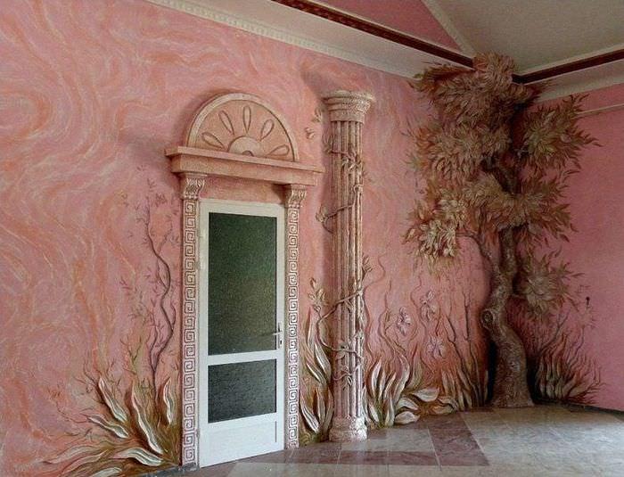 Декорирование стены объемной штукатуркой