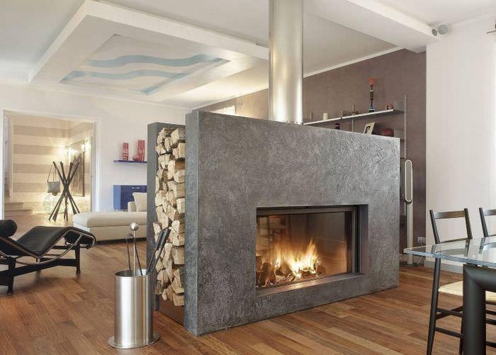 Камин с бетонными стенами в современной гостиной