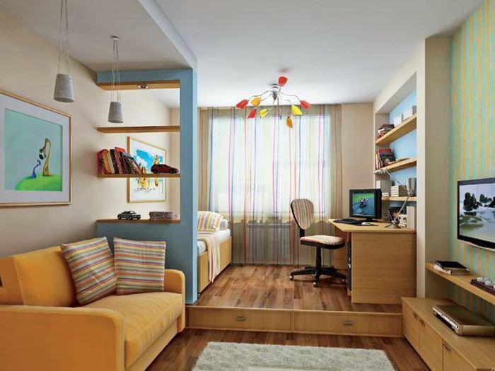 Зонирование общей комнаты с помощью подиума