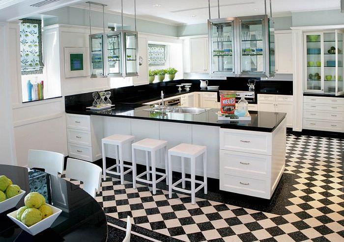 Ромбовидная плитка на кухонном полу