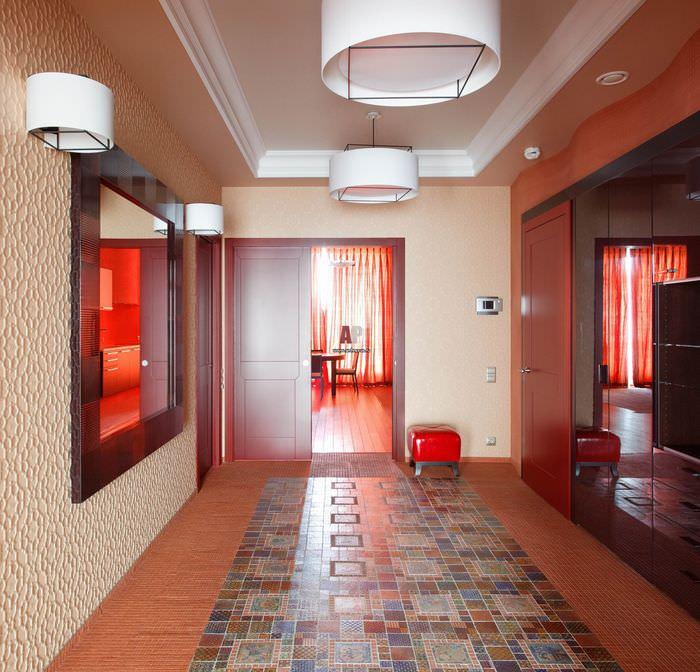 Комбинированный пол в холле частного дома