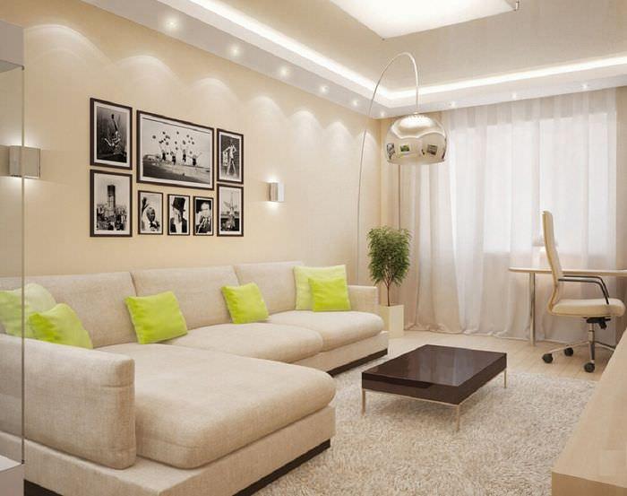 Угловой диван со светлой обивкой