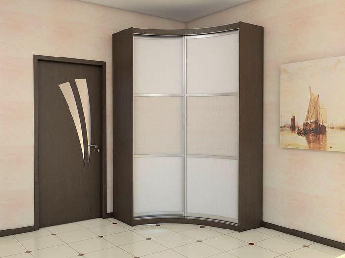 Стеклянные дверцы радиусного шкафа-купе