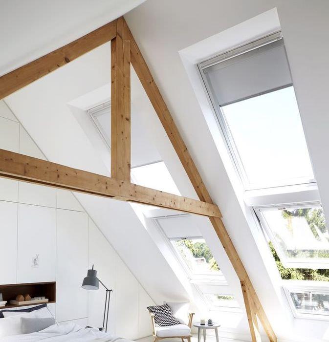 Рулонные шторы на мансардных окнах