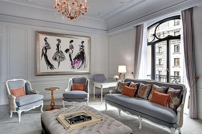 Гостиная с серыми стенами и потолком