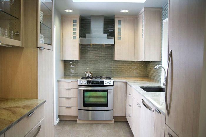 Подвесные шкафы до потолка в современной кухне