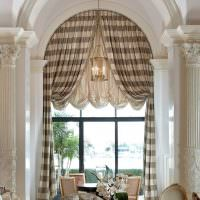 Декорирование арочного окна шторами