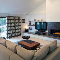 Угловой диван в интерьере зала загородного дома