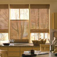 Бамбуковые шторы в оформлении кухни