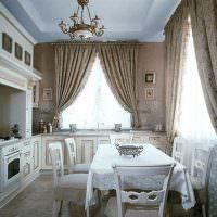 Классическая кухня с итальянскими шторами
