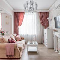 Светлые стены гостиной в классическом стиле