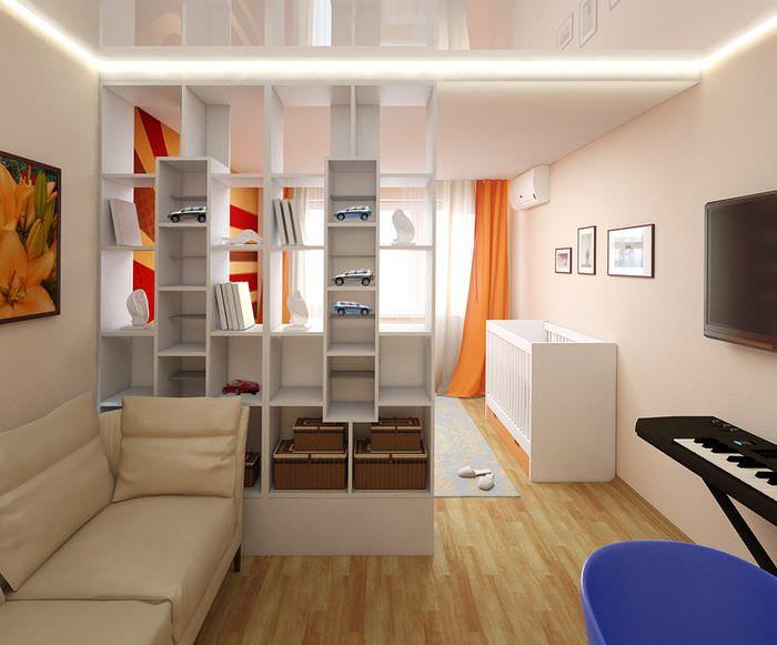 Глянцевый натяжной потолок в комнате для семьи с ребенком