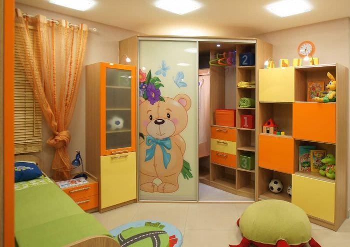 Угловой шкаф-купе в детской комнате
