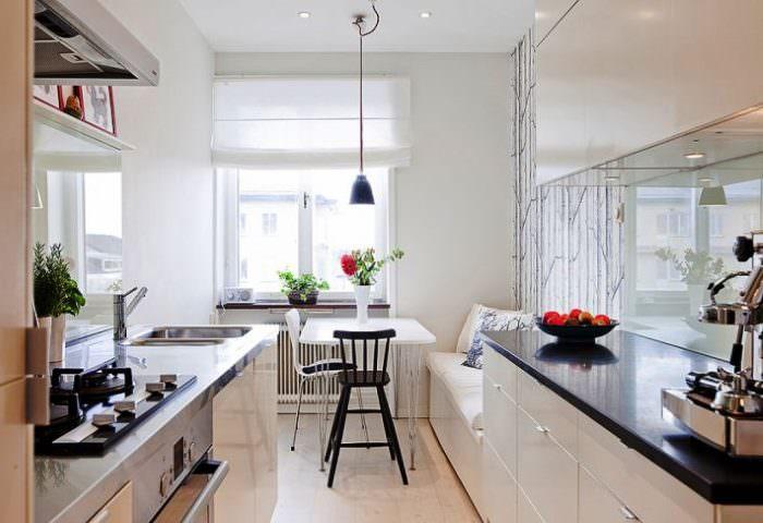 Интерьер узкой кухни в скандинавском стиле