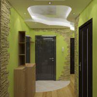 Салатовые стены небольшого коридора