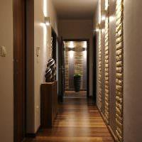Декоративные вазы в оформлении коридора