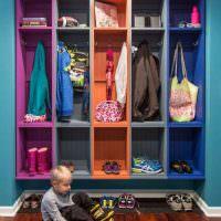 Яркие шкафы для верхней одежды