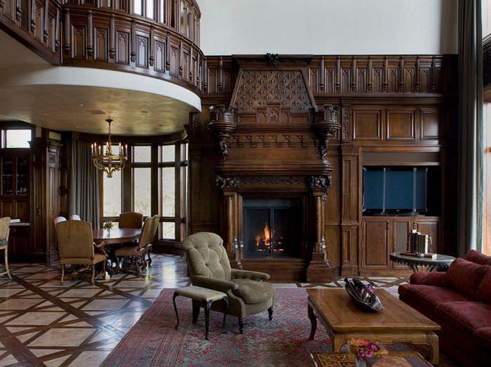 Деревянная мебель с резными узорами в готической гостиной