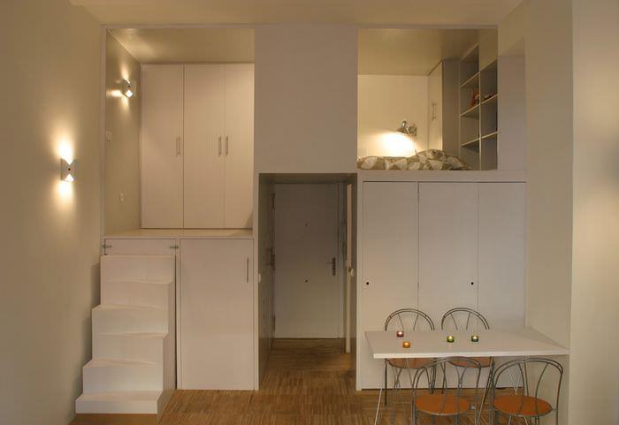 Организация пространства в квартире-студии с высоким потолком