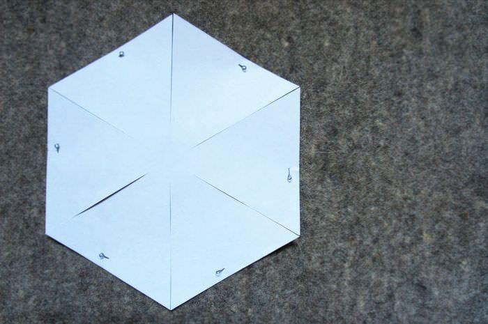 Выкройка из белой бумаги для корзинки