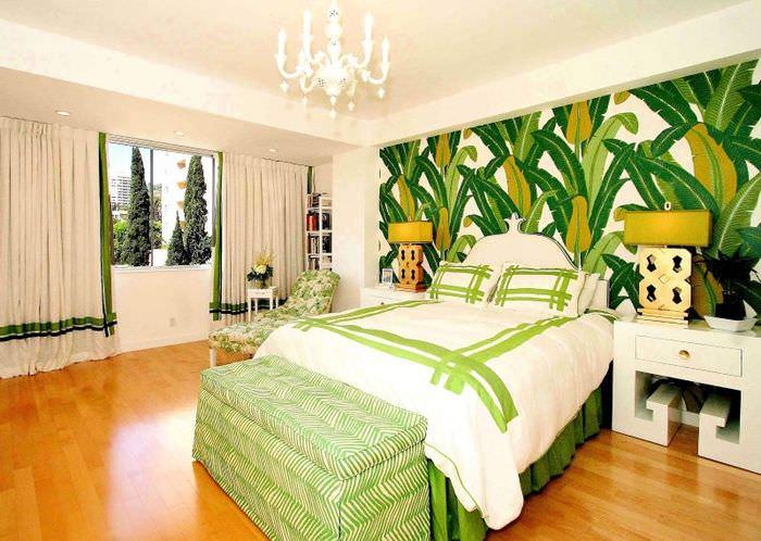 Фотообои с крупными листьями в интерьере спальни