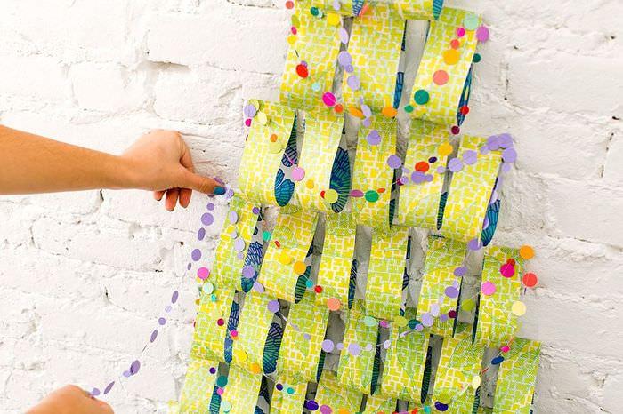 Украшение самодельной елки из бумаги