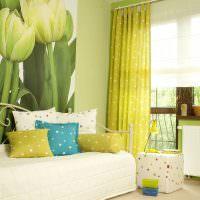 Фотообои в зале с зелеными тюльпанами