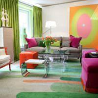 Малиновая мебель в зале загородного дома