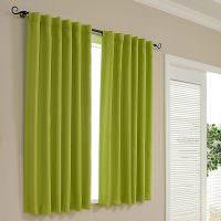 Короткие шторы зеленого оттенка