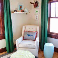 Подушка с рыбкой на белом кресле