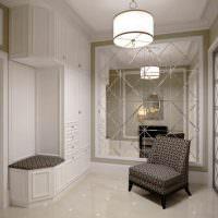 Серое кресло на керамическом полу