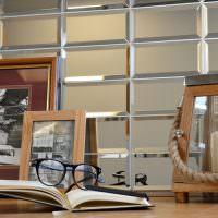 Черные очки на раскрытой книги