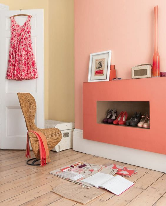 Розовый цвет в интерьере жилой комнаты