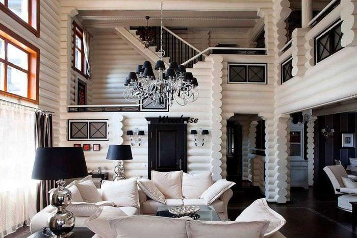 Светлая гостиная в срубовом доме