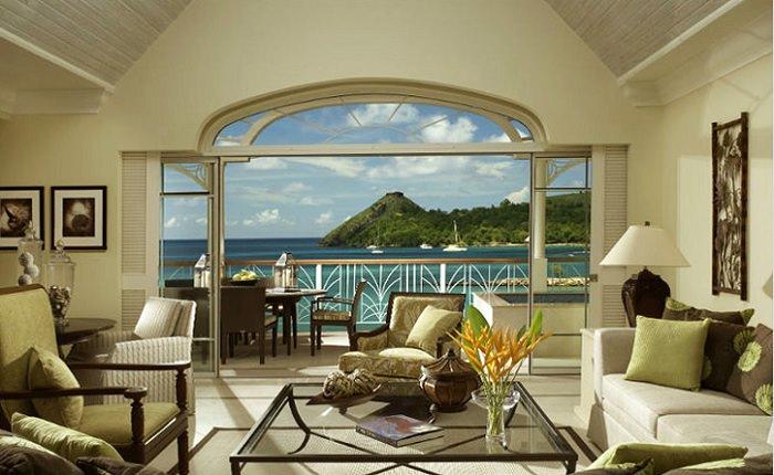 Вид на тропический ландшафт в ложном окне гостиной