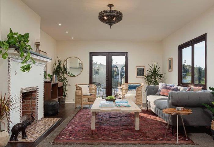 Интерьер гостиной в испанском стиле