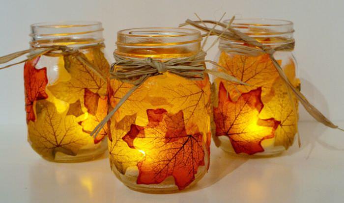Украшение стеклянной банки сухими листьями
