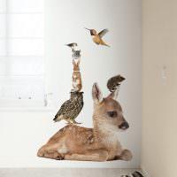 Наклейки с изображением животных на белой стене