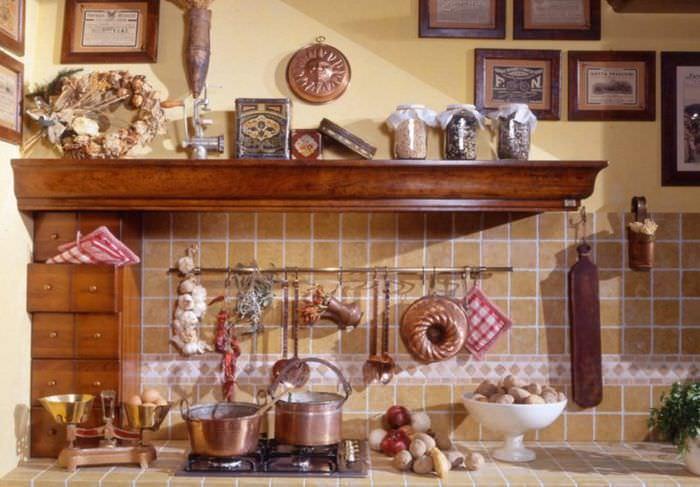 Декорирование итальянской кухни посудой