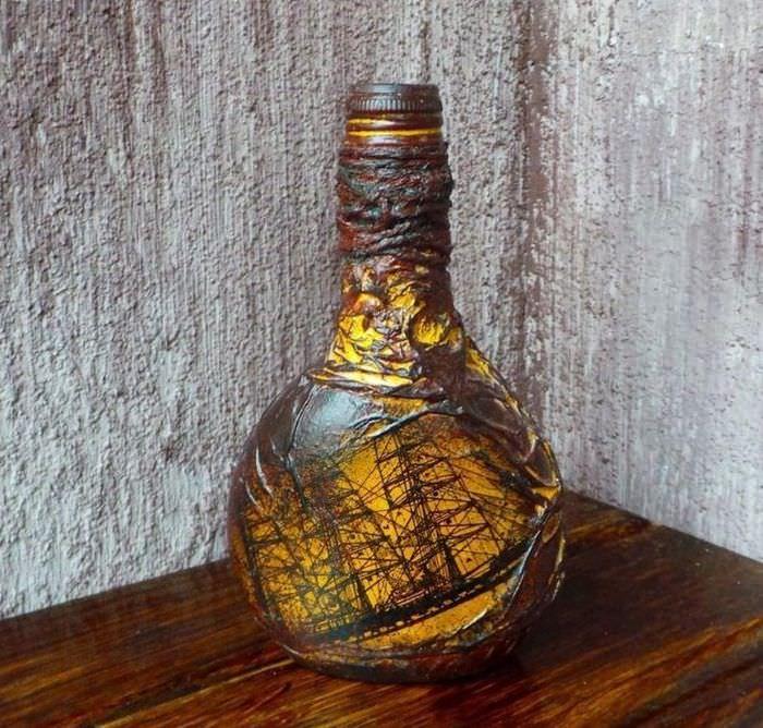 Старинный парусник на декоративной бутылке