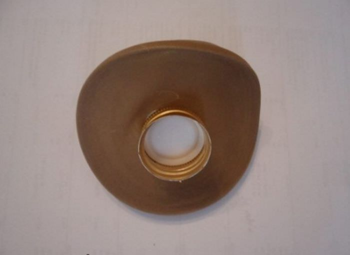 Шляпка для дамы из металлической пробки от бутылки