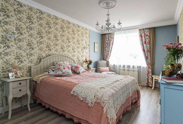Деревянная мебель в спальне стиля прованс