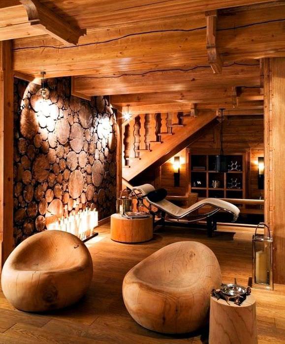 Деревянные кресла в интерьере частного дома