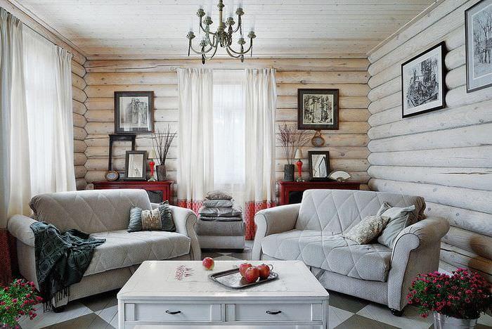 Дизайн гостиной дачного дома с двумя диванами