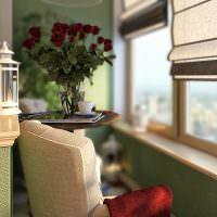 Букет роз на журнальном столике