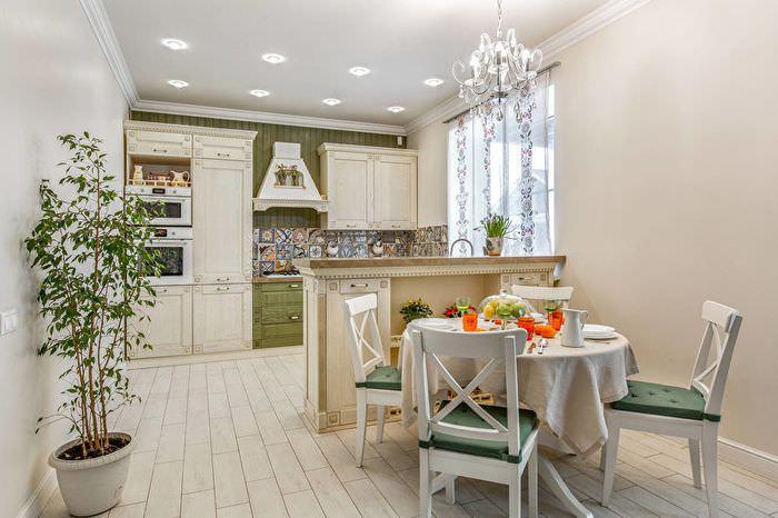 Кухня в стиле прованс с барной стойкой