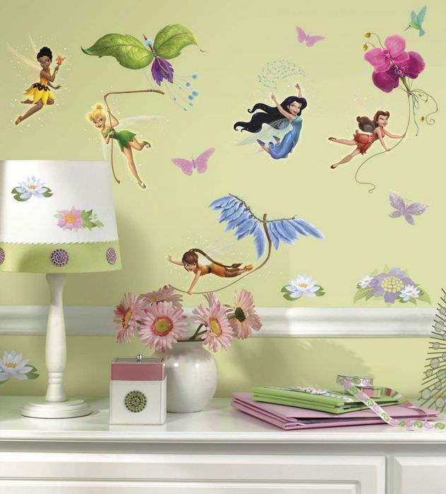 Наклейки в виде дюймовочек на стене комнаты для девочки