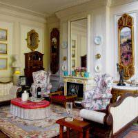 Красивая гостиная в античном стиле